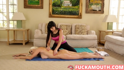 massage on the mat